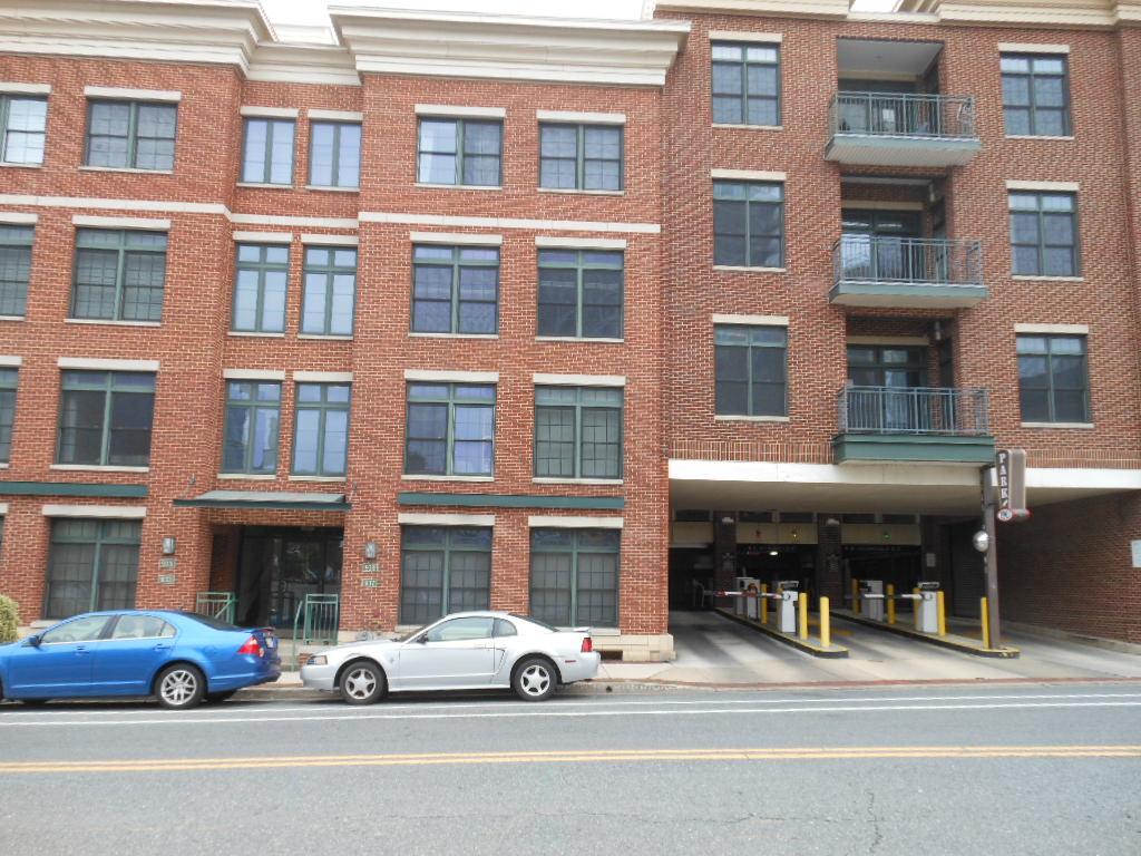 937 Caroline Street Front Entrance